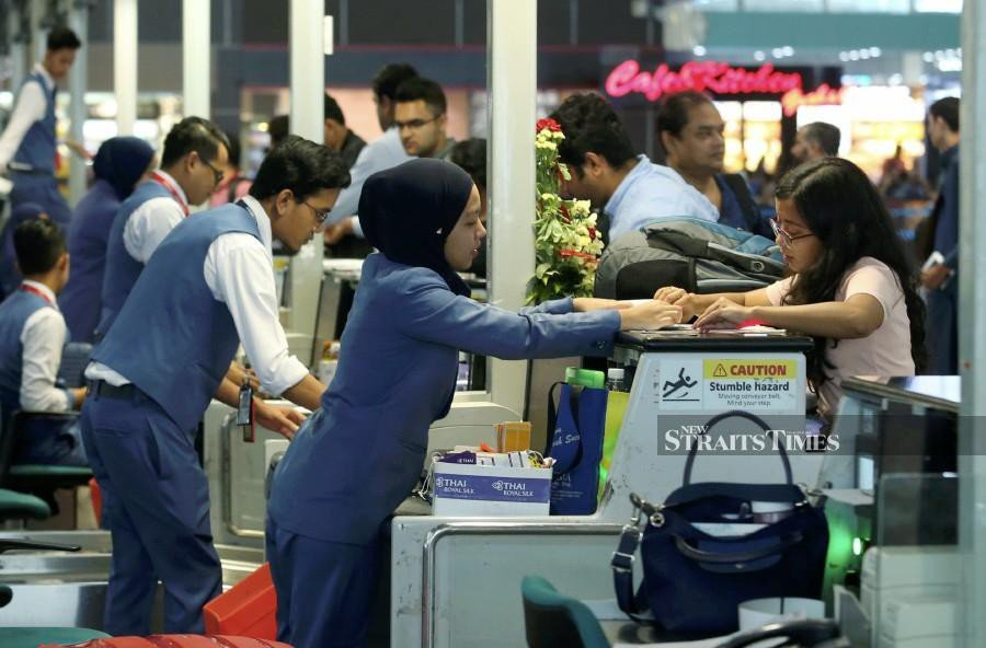 Travellers flying through Kuala Lumpur International Airport (KLIA) and klia2 this weekend are advised to arrive four hours prior to departure and perform online check-in, as the airport expects to see a higher-than-usual passenger traffic movement due to the long holiday break.
