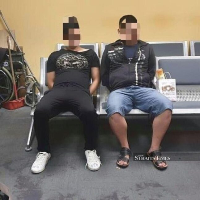 Two Immigration officers sustained minor injuries when they were assaulted by two China nationals at the department's holding area at the Kuala Lumpur International Airport 2 (klia2). (Pix courtesy of PDRM)