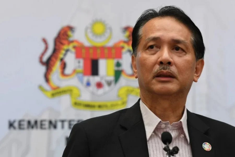 The Ministry of Health will be receiving another 50,000 antigen rapid test kits this weekend in addition to the 50,000 already procured on May 2, according to health director-general Datuk Dr Noor Hisham Abdullah. – File pic