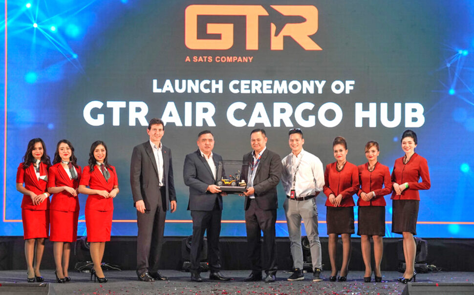 (From fourth left) Hungate, Loke, Chin and Chareonwongsak flanked by AirAsia crew at the launch of GTR Air Cargo Hub at the KLIA Air Cargo Terminal 1.