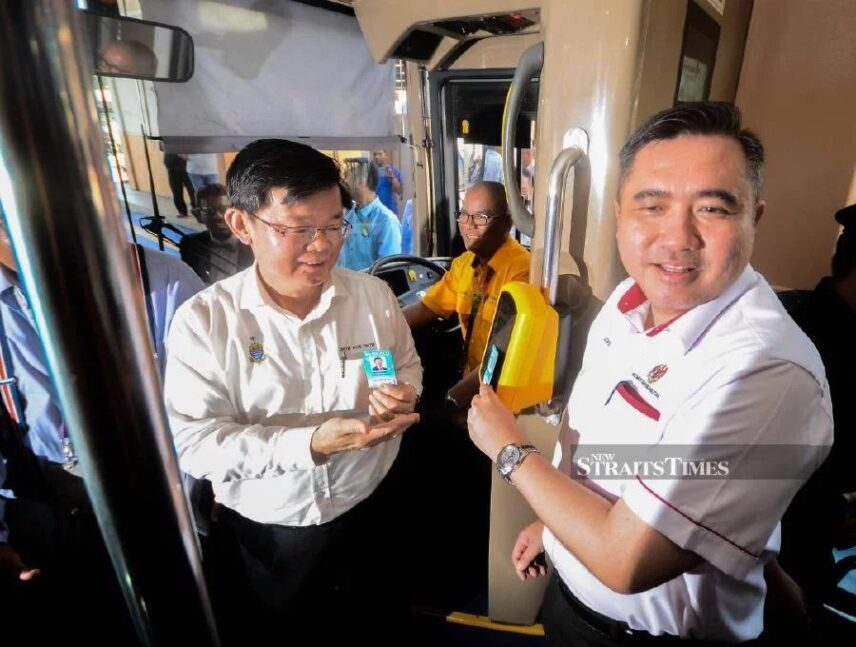Transport Minister Anthony Loke (right) with Penang Chief Minister Chow Kon Yeow during the launch of unlimited travel Mutiara pass for Rapid Penang and Rapid Ferry in Penang. -NSTP/Shahnaz Fazlie Shahrizal