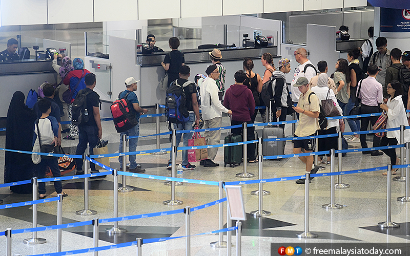 MAHB has been working to resolve the issue of long queues at the klia2 immigration counters.
