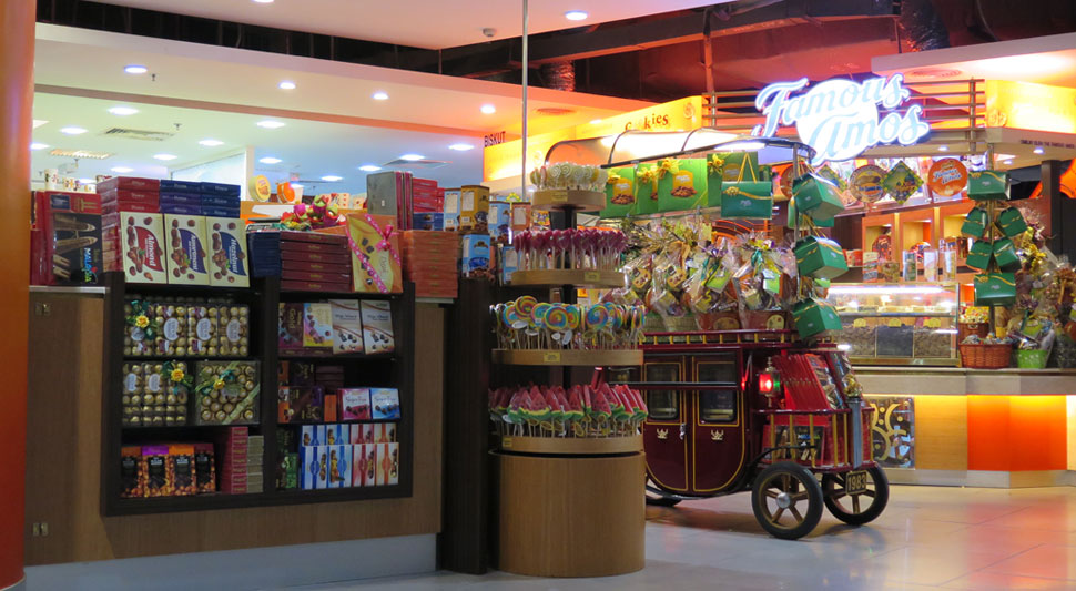 Famous Amos outlet at previous location