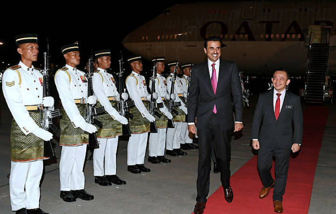 The Emir of Qatar Sheikh Tamim bin Hamad Al-Thani (two, right) arrives at the Kuala Lumpur International Airport yesterday to attend the Kuala Lumpur Summit 2019. His Majesty was greeted on arrival by the Minister of Education Dr Maszlee Malik.