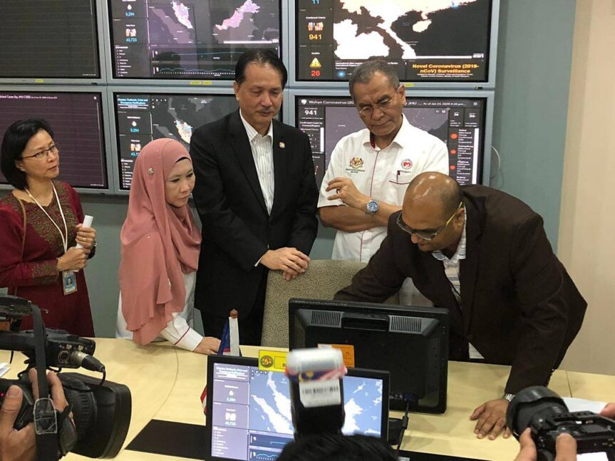 Health Minister Dr Dzulkefly Ahmad (second right) with the Health director general Dr Noor Hisham Abdullah (third from right) and director for disease control division Dr Norhayati Rusli looking at systems monitoring the spread of the virus. (Photo: D Kanyakumari)