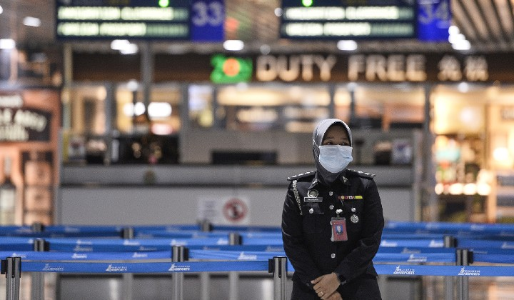 Malaysians Stranded In KLIA For Hours After Being Denied Entry Over Travel Ban Confusion