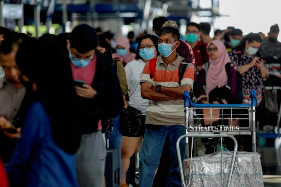 File Photo: Penangites returning home via the Kuala Lumpur International Airport would be quarantined near the gateway. - NSTP/AIZUDDIN SAAD